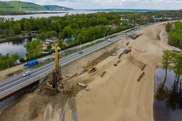 Устройство свай для опор моста на реке Сок на выезде из Самары приостановили из-за паводка | CityTraffic