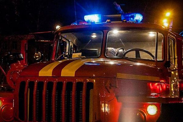 В Новокуйбышевске 8 человек тушили горящую опору ЛЭП | CityTraffic