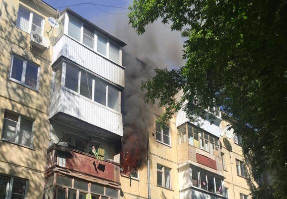 В Тольятти 19 человек тушили пожар в квартире дома на Молодежном бульваре | CityTraffic