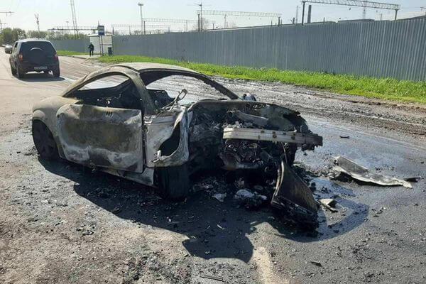 В Самаре «Ауди ТТ» врезалась в столб и загорелась, водителя разыскивает полиция: видео   CityTraffic