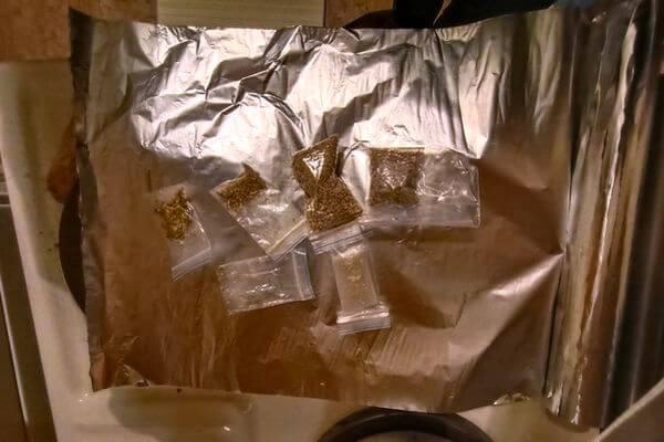 Жителя Тольятти задержали с 800 граммами синтетики, а дома у него обнаружили нарколабораторию | CityTraffic