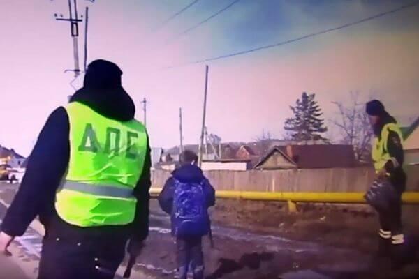 В Самарской области полицейские спасли школьника из грязи: видео | CityTraffic