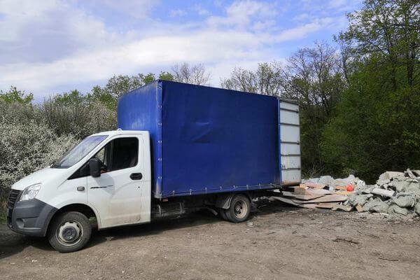 Жителя Самарской области поймали в лесу, когда он выбрасывал строительный мусор   CityTraffic