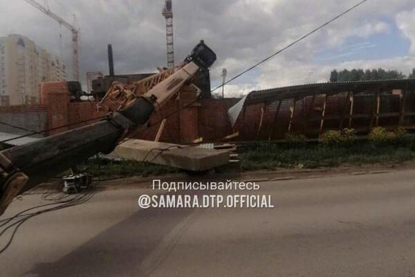 В Самаре из-за упавшего строительного крана на проспекте Карла Маркса автобусы пустили в объезд | CityTraffic
