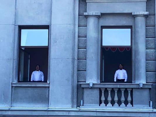 Солисты театра оперы и балета вместе с силовиками исполнили гимн России на площади Куйбышева в Самаре | CityTraffic