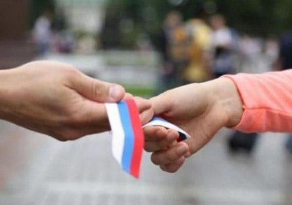 Автомобилисты Самары в честь Дня России украсили флагами свои машины | CityTraffic
