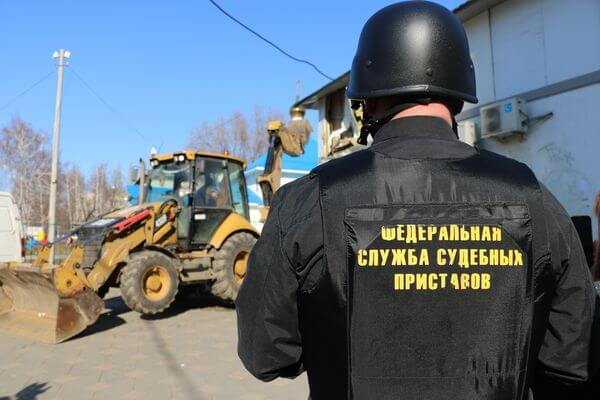 Приставы арестовали трактор у селянина из Самарской области | CityTraffic