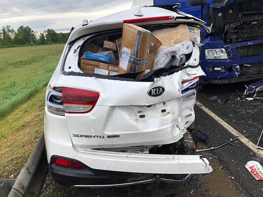 На трассе М-5 в Самарской области кроссовер врезался в грузовик, водитель KIA Sorento был доставлен в больницу | CityTraffic