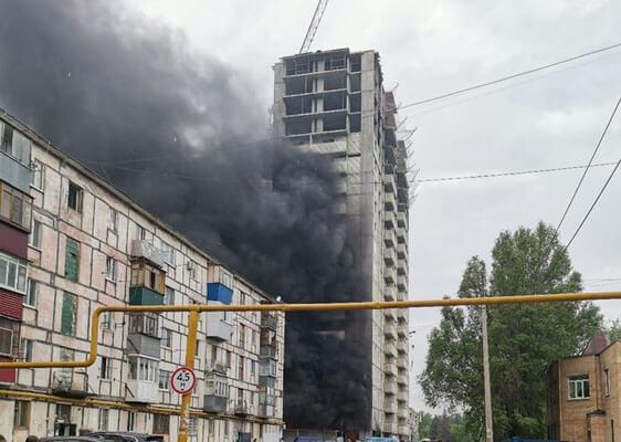 В Новокуйбышевске 14 человек тушили пожар вновостройке