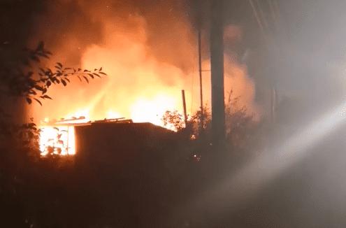 Ночью в дачном массиве возле Тольятти 12 человек тушили горящий дом | CityTraffic