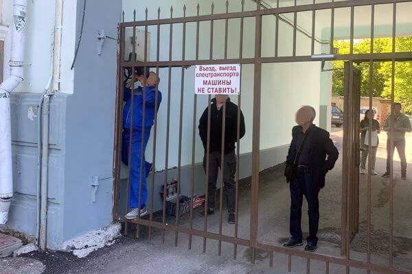 В Самаре демонтировали ворота, мешавшие проезду Скорой | CityTraffic