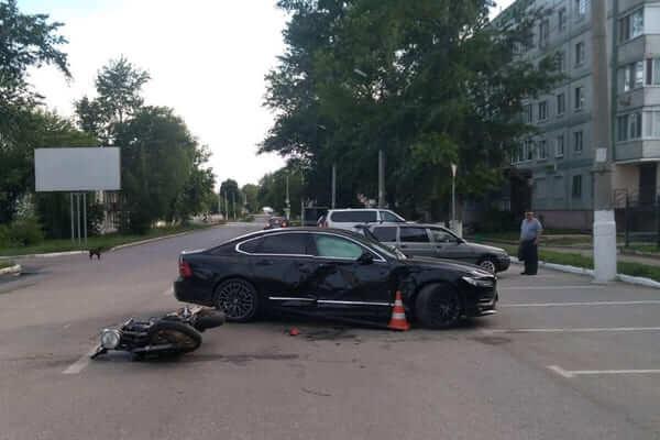 "Мотоциклист из Чувашии попал в Чапаевске под колеса ""Вольво"" | CityTraffic"