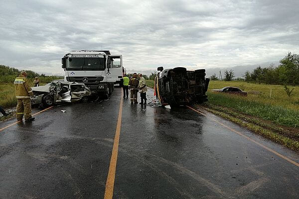 Пять человек пострадали в столкновении 4 автомобилей в Самарской области | CityTraffic