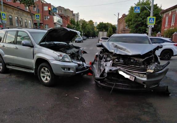 """Мать и ребенок пострадали в Самаре при столкновении """"Хайлендера"""" и """"Лэнд Крузера""""   CityTraffic"""