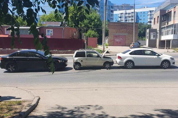 """В Самаре столкнулись 3 автомобиля, в больницу попал водитель """"Оки""""   CityTraffic"""