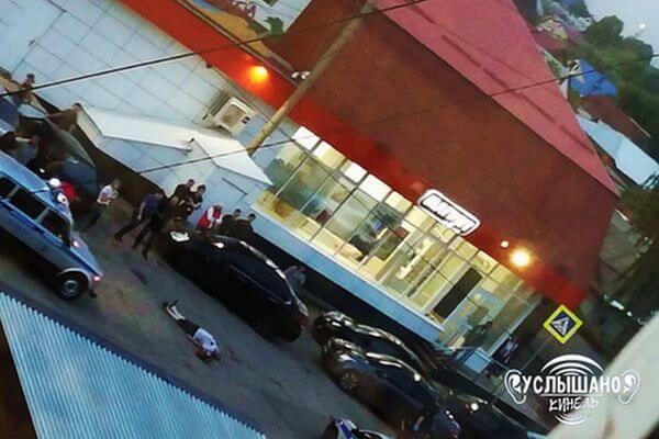Житель Самарской области погиб, ударившись головой об асфальт во время драки | CityTraffic