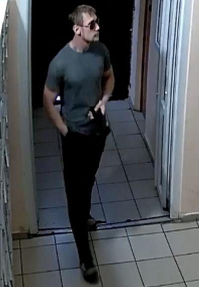 СК опубликовал новое фото мужчины из Тольятти, который совершает с подростками развратные действия в лифтах | CityTraffic