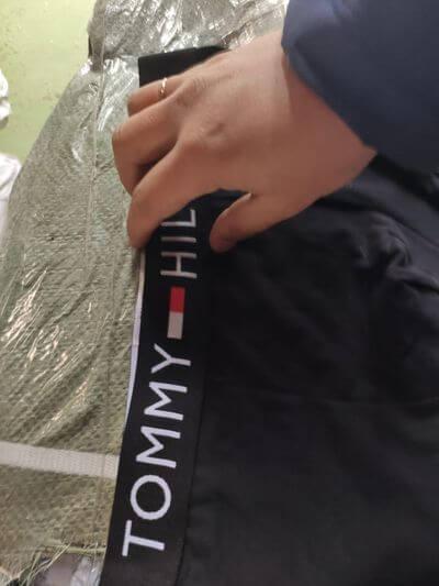 Таможенники Самары задержали подделки бренда Tommy Hilfiger на 28 млн рублей | CityTraffic