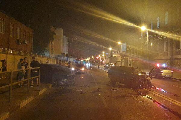 Три человека пострадали в ночном столкновении трех автомобилей на Волжском проспекте в Самаре | CityTraffic