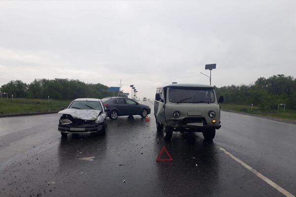 В Самарской области на автомобилях столкнулись два пенсионера-водителя, один попал в больницу | CityTraffic