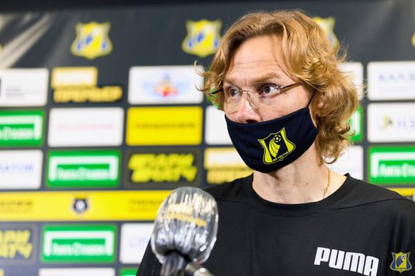 Валерий Карпин: «Слава Богу, набрали 11 футболистов»