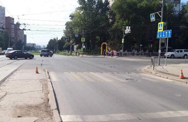 В Самаре водитель Infiniti сбил на пешеходном переходе 22-летнюю женщину | CityTraffic