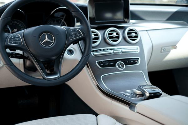 В РФ отзывают автомобили Mercedes и Skoda из-за возможных дефектов сварных швов и ремней безопасности | CityTraffic