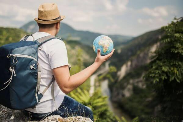 Больше половины россиян не готовы путешествовать за границу | CityTraffic