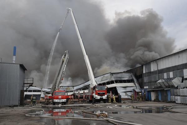 Губернатор поручил проверить компанию, которая оценивала пожарную безопасность горящего склада в Самаре | CityTraffic
