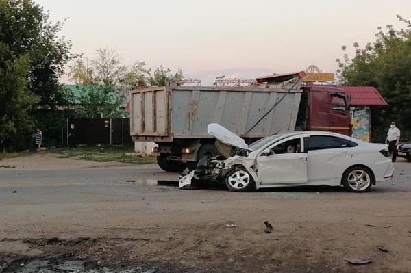 "В Самаре ""Веста"" влетела под грузовик | CityTraffic"