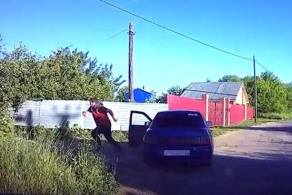 Пьяный житель Самарской области убегал от полиции, бросив автомобиль: видео | CityTraffic