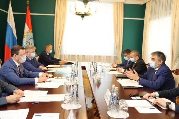 Глава Самарской области и посол Узбекистана обсудили пути оказания помощи гражданам республики, которые не могут вернуться на родину | CityTraffic