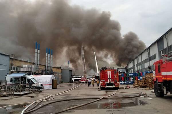 В Самаре из-за тушения пожара на складе без воды остаются дома в частном секторе | CityTraffic
