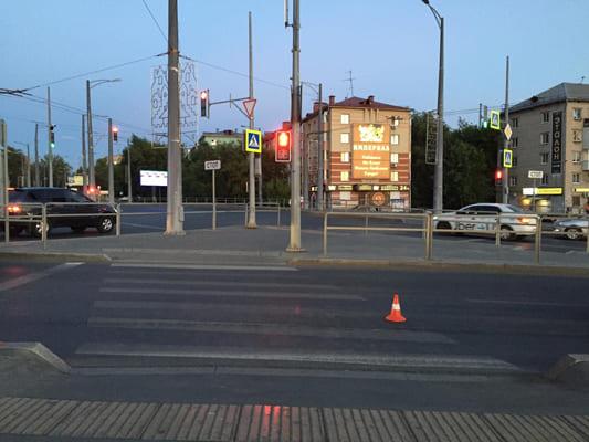 В Самаре сбили молодого человека, который пересекал дорогу на велосипеде на красный свет | CityTraffic