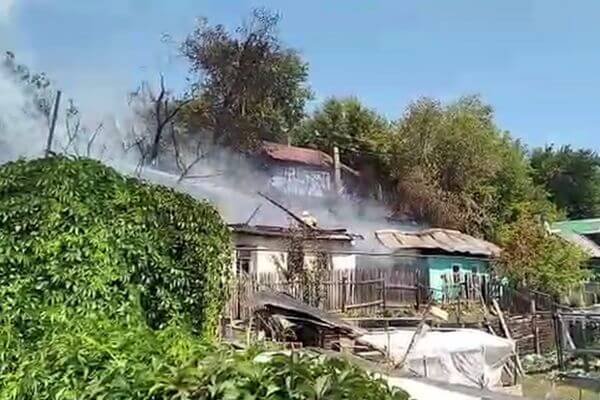 На Набережной Самары горят уже 3 дома, эвакуировано 4 человека: видео | CityTraffic