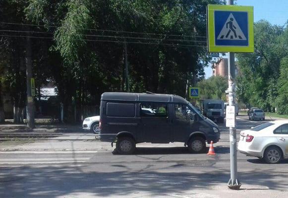 На Самаре на пешеходном переходе ГАЗель сбила женщину