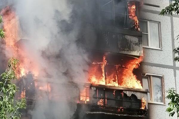 В жилом доме Тольятти сгорели 3 балкона | CityTraffic