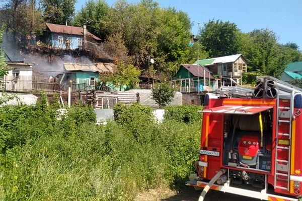 В Самаре горевшие дома тушили водой из реки | CityTraffic