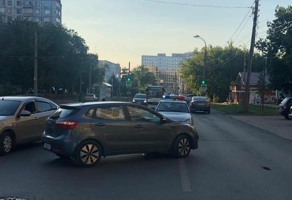 В Самаре 81-летний пенсионер не там перешел дорогу  и попал под машину | CityTraffic