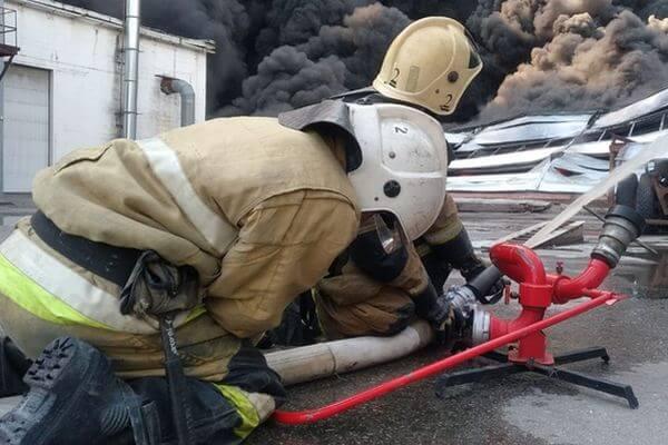 Жителей Самары попросили закрыть окна, чтобы в них не попала гарь от пожара | CityTraffic