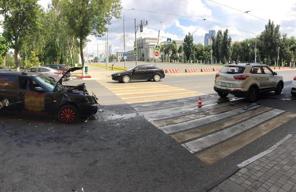 В Самаре столкнулись два автомобиля, а пострадал пешеход | CityTraffic