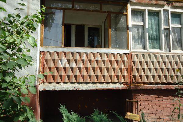 Вор залез в квартиру, подставив стул к балкону, и вынес вещей на 48 тысяч рублей, пока хозяйка спала | CityTraffic
