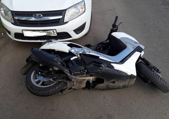 "В Самаре женщина на ""Ауди"" сбила мотоциклистку на ""Ямахе"" | CityTraffic"
