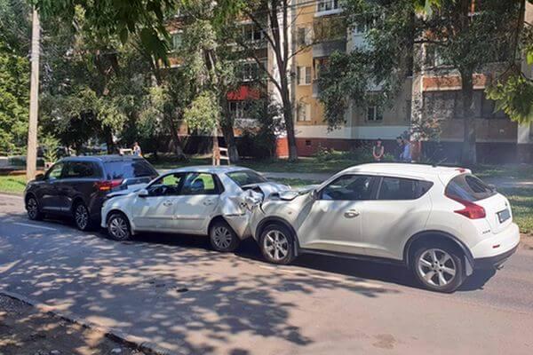 В Самаре столкнулись 3 автомобиля, пострадали 2 человека | CityTraffic