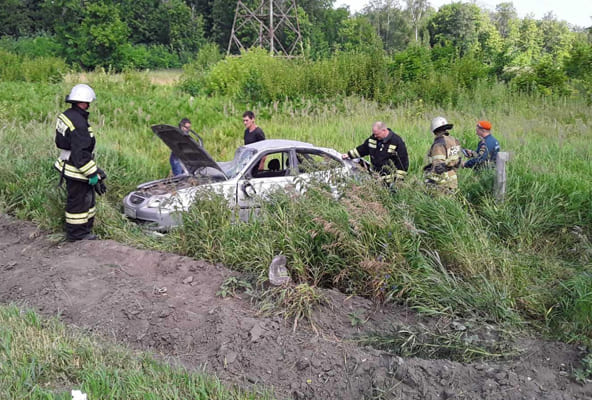 На трассе М-5 в Самарской области перевернулась иномарка, пострадали трое людей | CityTraffic