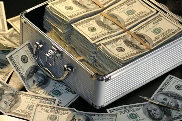 Россияне требуют ввести налог на сверхдоход олигархов, полученный во время пандемии коронавируса | CityTraffic
