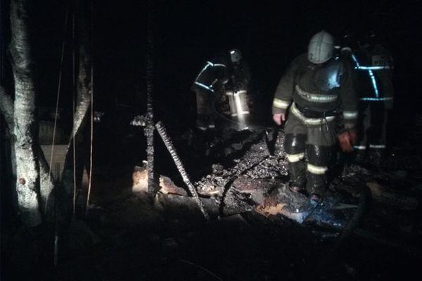 Трое детей и женщина погибли ночью на сгоревшей даче в Самарской области | CityTraffic