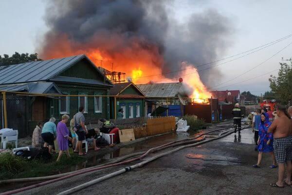 В Самаре возбудили уголовное дело из-за пожара, в котором сгорели 10 домов | CityTraffic