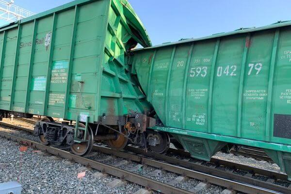 Под Самарой вагон-цементовоз врезался в крытый вагон из Эстонии | CityTraffic