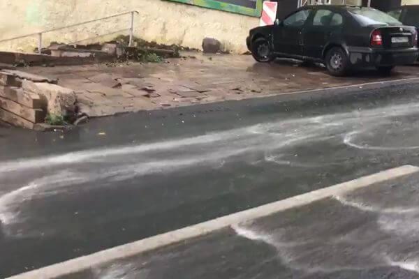 В Самаре после дождя по улицам хлынули реки воды: видео | CityTraffic